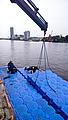 JetFloat bei der Montage auf dem Wasser